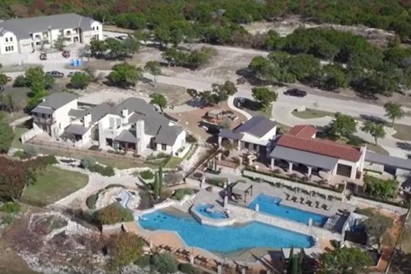1. Stablewood Springs Villas
