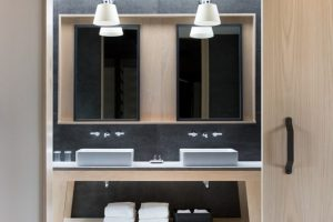 6. LaityLodge_bathroom